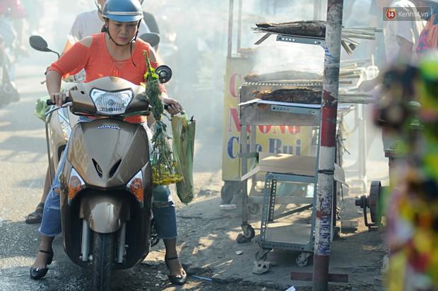 Huy động cả dòng họ chế biến hàng ngàn con cá lóc bán trong ngày vía Thần tài ở Sài Gòn - Ảnh 15.