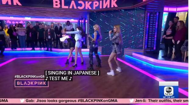 """Đài truyền hình Mỹ bị """"ném đá"""" dữ dội khi để phụ đề Black Pink hát tiếng Nhật - Ảnh 1."""