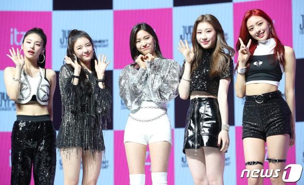4 điểm trùng hợp bất ngờ của dàn em út vàng girlgroup nhà JYP: Visual hớp hồn, đến tuổi, phong cách cũng na ná - Ảnh 16.
