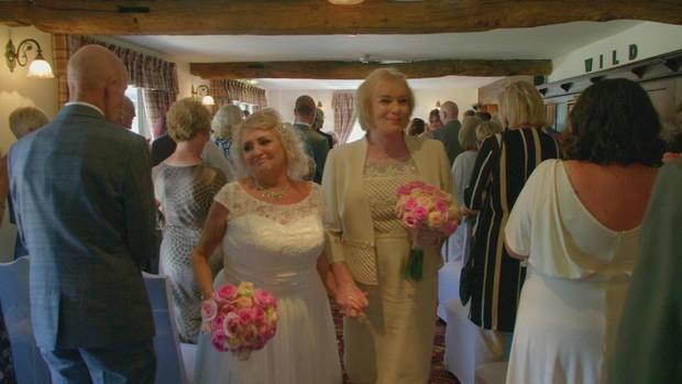 Chồng chuyển giới sau 35 năm chung sống, vợ vẫn bằng lòng tiếp tục ở bên người mình yêu thương - Ảnh 3.