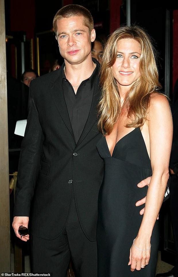 Đây là cách Brad Pitt nối lại quan hệ với vợ cũ Jennifer Aniston ngay từ trước khi chia tay Angelina Jolie - Ảnh 1.