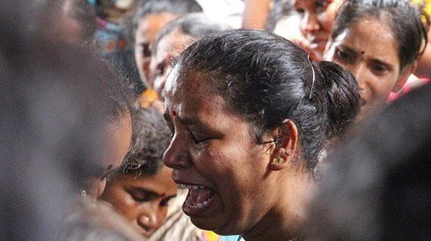 Cảnh sát Ấn Độ vào cuộc sau vụ việc 80 người chết vì rượu độc - Ảnh 1.