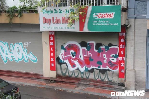 Truy tìm những kẻ vẽ bậy lên hàng loạt ngôi nhà trên phố Thủ đô - Ảnh 4.