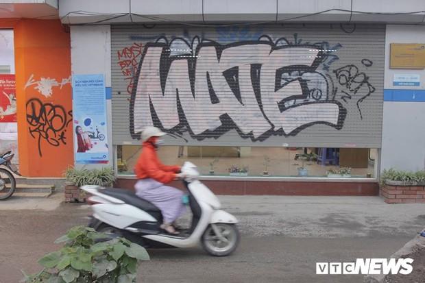 Truy tìm những kẻ vẽ bậy lên hàng loạt ngôi nhà trên phố Thủ đô - Ảnh 5.