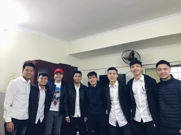 Mối quan hệ đặc biệt giữa Trịnh Thăng Bình với Duy Mạnh, Quang Hải và dàn tuyển thủ Việt đang hot nhất trên sân cỏ - Ảnh 4.