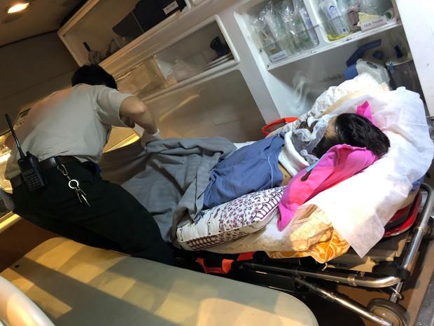 Việt kiều bị tạt axít và chém đứt gân chân khi chở bạn gái đi chơi được chuyển qua Canada điều trị bằng chuyên cơ - Ảnh 2.