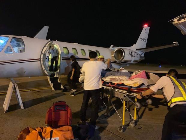 Việt kiều bị tạt axít và chém đứt gân chân khi chở bạn gái đi chơi được chuyển qua Canada điều trị bằng chuyên cơ - Ảnh 1.