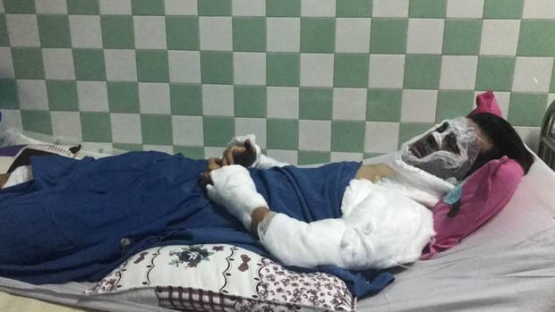 Việt kiều bị tạt axít và chém đứt gân chân khi chở bạn gái đi chơi được chuyển qua Canada điều trị bằng chuyên cơ - Ảnh 3.