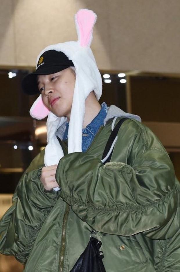 V, J-Hope và Jimin của BTS thua độ nên phải đội nguyên dàn mũ tai thỏ đi sân bay? - Ảnh 5.