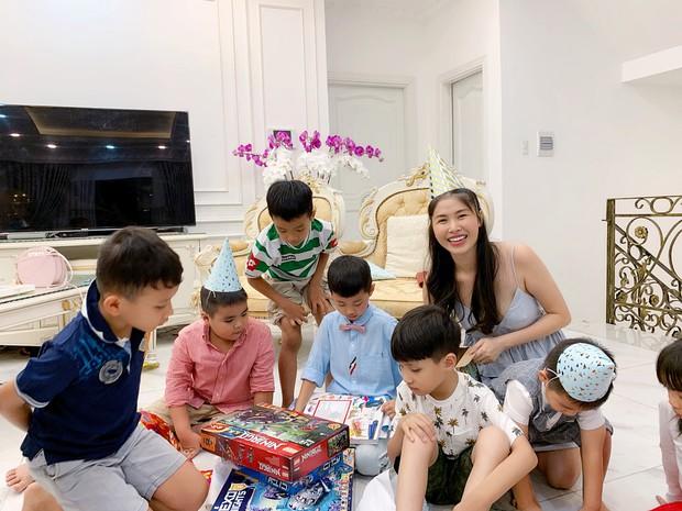 Dương Khắc Linh cùng bạn gái đến tiệc mừng quý tử nhà Đăng Khôi - Thủy Anh tròn 7 tuổi - Ảnh 3.