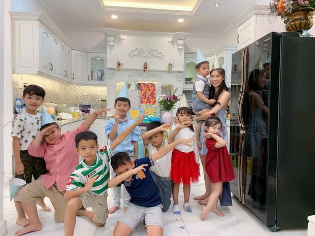 Dương Khắc Linh cùng bạn gái đến tiệc mừng quý tử nhà Đăng Khôi - Thủy Anh tròn 7 tuổi - Ảnh 5.