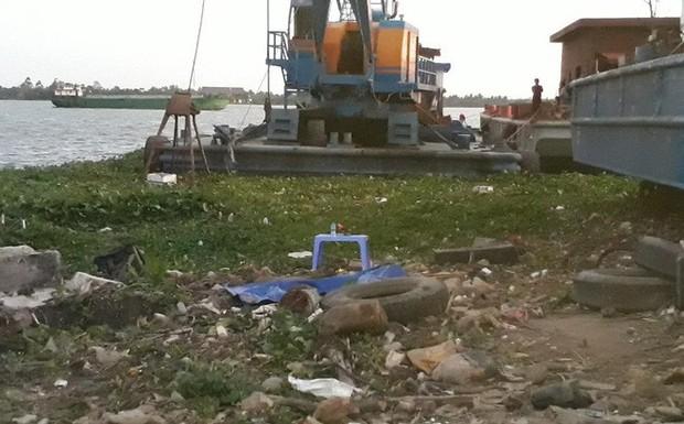 Phát hiện xác chết nữ loã thể bên bờ sông Tiền - Ảnh 1.