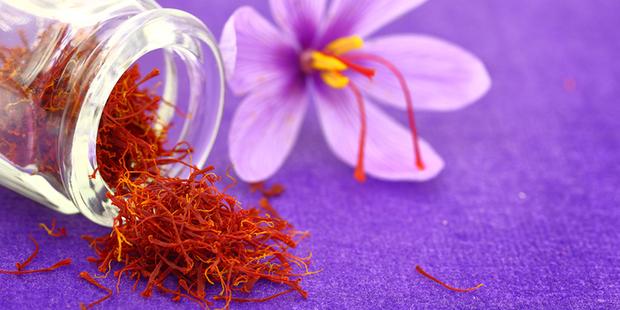 Saffron không tự nhiên mà đắt, cách người ta sản xuất ra nó cầu kì đến thế này cơ mà - Ảnh 4.