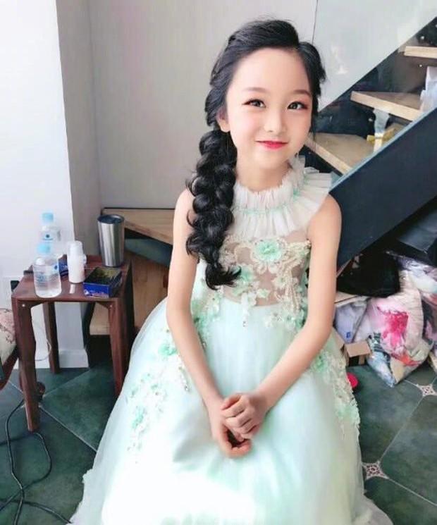 Cô em họ mới 10 tuổi của Phạm Băng Băng: Xinh như thiên sứ, còn thần thái đúng chất hậu sinh khả uý - Ảnh 5.