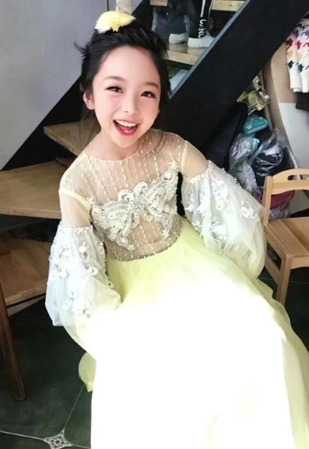 Cô em họ mới 10 tuổi của Phạm Băng Băng: Xinh như thiên sứ, còn thần thái đúng chất hậu sinh khả uý - Ảnh 7.