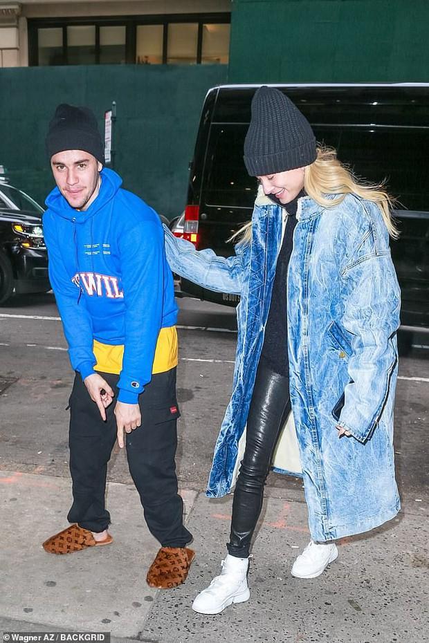 1 ngày trước khi rộ tin ly hôn, Justin Bieber và bà xã Hailey Baldwin xuất hiện bên nhau với thái độ đáng chú ý - Ảnh 3.