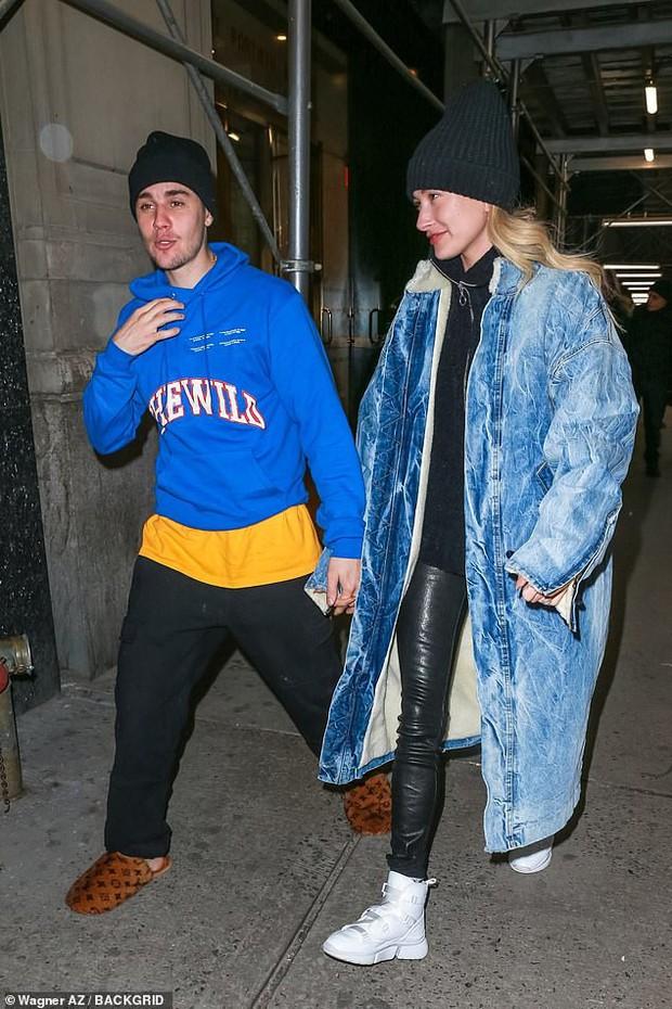 1 ngày trước khi rộ tin ly hôn, Justin Bieber và bà xã Hailey Baldwin xuất hiện bên nhau với thái độ đáng chú ý - Ảnh 2.
