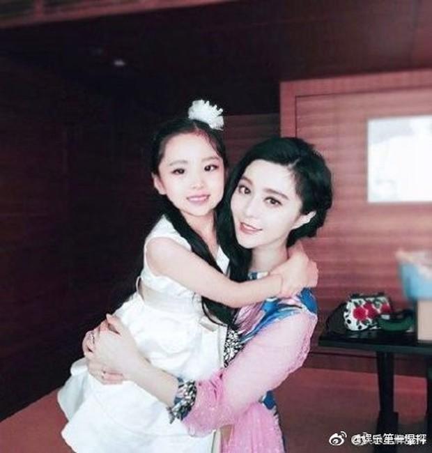Cô em họ mới 10 tuổi của Phạm Băng Băng: Xinh như thiên sứ, còn thần thái đúng chất hậu sinh khả uý - Ảnh 11.