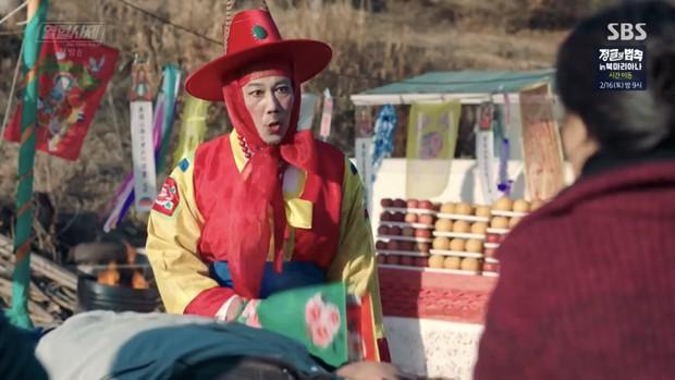 """Ngắm xì tai độc lạ của Hoa hậu đẹp nhất Hàn Quốc trong """"The Fiery Priest"""", đảm bảo đủ vitamin cười cho cả tuần! - Ảnh 9."""