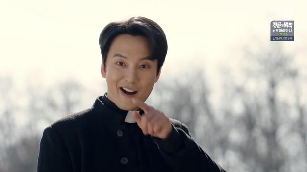 """Ngắm xì tai độc lạ của Hoa hậu đẹp nhất Hàn Quốc trong """"The Fiery Priest"""", đảm bảo đủ vitamin cười cho cả tuần! - Ảnh 10."""