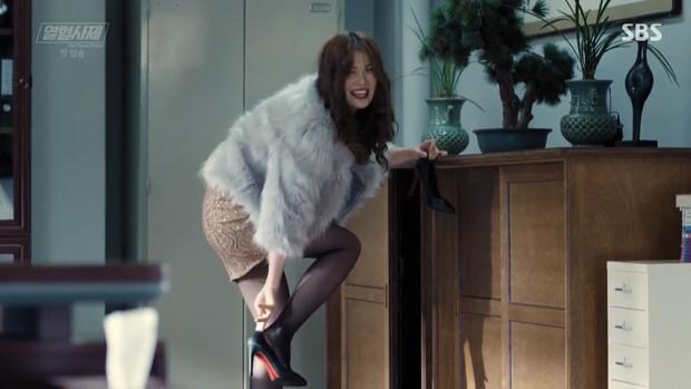 """Ngắm xì tai độc lạ của Hoa hậu đẹp nhất Hàn Quốc trong """"The Fiery Priest"""", đảm bảo đủ vitamin cười cho cả tuần! - Ảnh 15."""