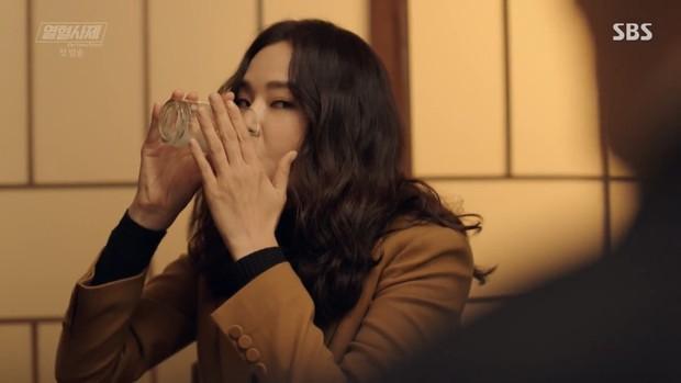 """Ngắm xì tai độc lạ của Hoa hậu đẹp nhất Hàn Quốc trong """"The Fiery Priest"""", đảm bảo đủ vitamin cười cho cả tuần! - Ảnh 4."""