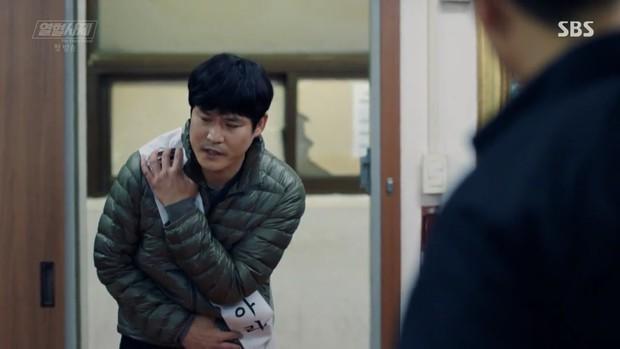 """Ngắm xì tai độc lạ của Hoa hậu đẹp nhất Hàn Quốc trong """"The Fiery Priest"""", đảm bảo đủ vitamin cười cho cả tuần! - Ảnh 19."""