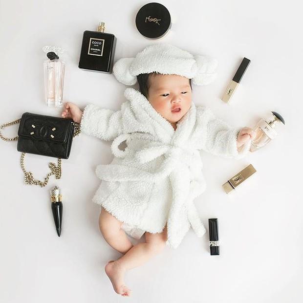 Chưa tròn 1 tuổi mà ba tiểu công chúa nhà sao Việt đã được dự đoán xinh đẹp, sành điệu hơn cả mẹ - Ảnh 2.