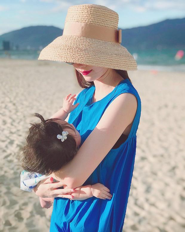 Chưa tròn 1 tuổi mà ba tiểu công chúa nhà sao Việt đã được dự đoán xinh đẹp, sành điệu hơn cả mẹ - Ảnh 8.