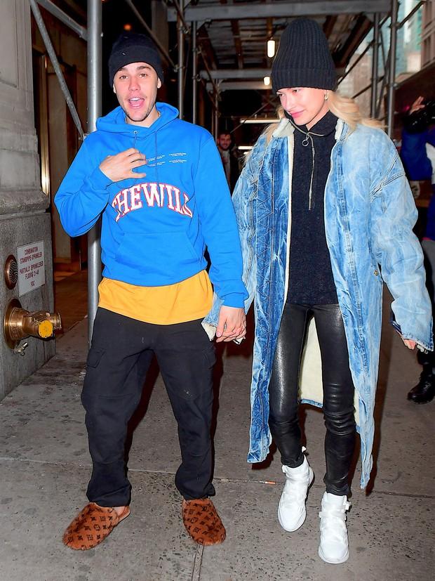 1 ngày trước khi rộ tin ly hôn, Justin Bieber và bà xã Hailey Baldwin xuất hiện bên nhau với thái độ đáng chú ý - Ảnh 1.