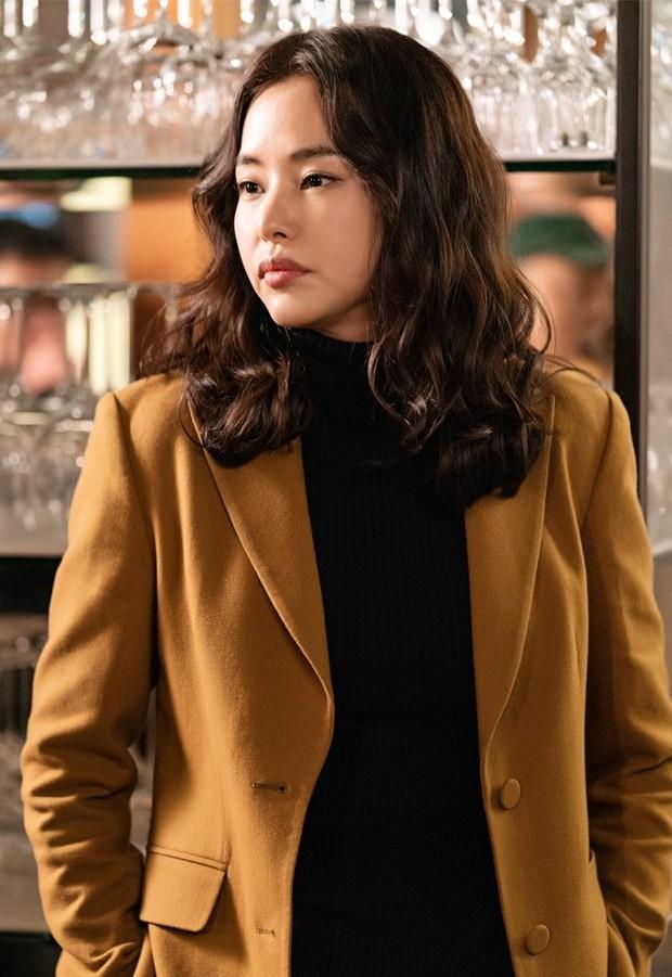 """Ngắm xì tai độc lạ của Hoa hậu đẹp nhất Hàn Quốc trong """"The Fiery Priest"""", đảm bảo đủ vitamin cười cho cả tuần! - Ảnh 1."""