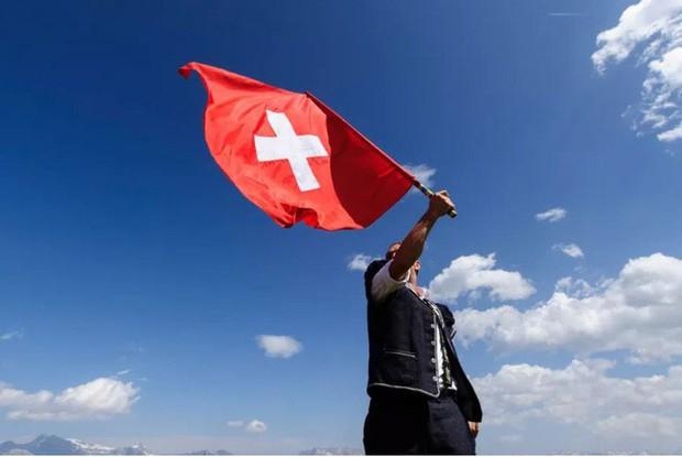 Thụy Sĩ trao thưởng 150.000 USD cho ai tìm được lỗ hổng trong hệ thống bỏ phiếu online của mình - Ảnh 1.