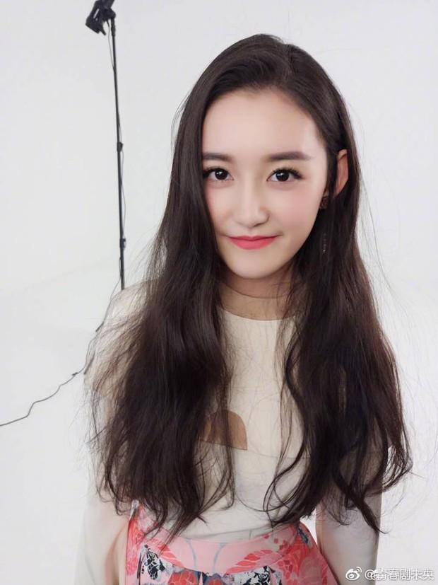 Nữ sinh gây sốt vì quá xinh đẹp trong ngày thi Đại học ở Trung Quốc, biết thân thế thật ai cũng ngỡ ngàng - Ảnh 5.