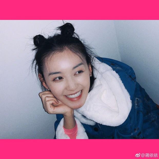 Nữ sinh gây sốt vì quá xinh đẹp trong ngày thi Đại học ở Trung Quốc, biết thân thế thật ai cũng ngỡ ngàng - Ảnh 8.
