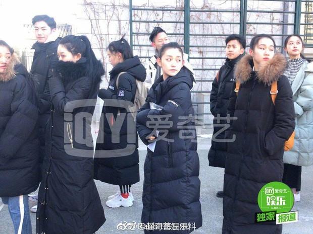 Nữ sinh gây sốt vì quá xinh đẹp trong ngày thi Đại học ở Trung Quốc, biết thân thế thật ai cũng ngỡ ngàng - Ảnh 2.