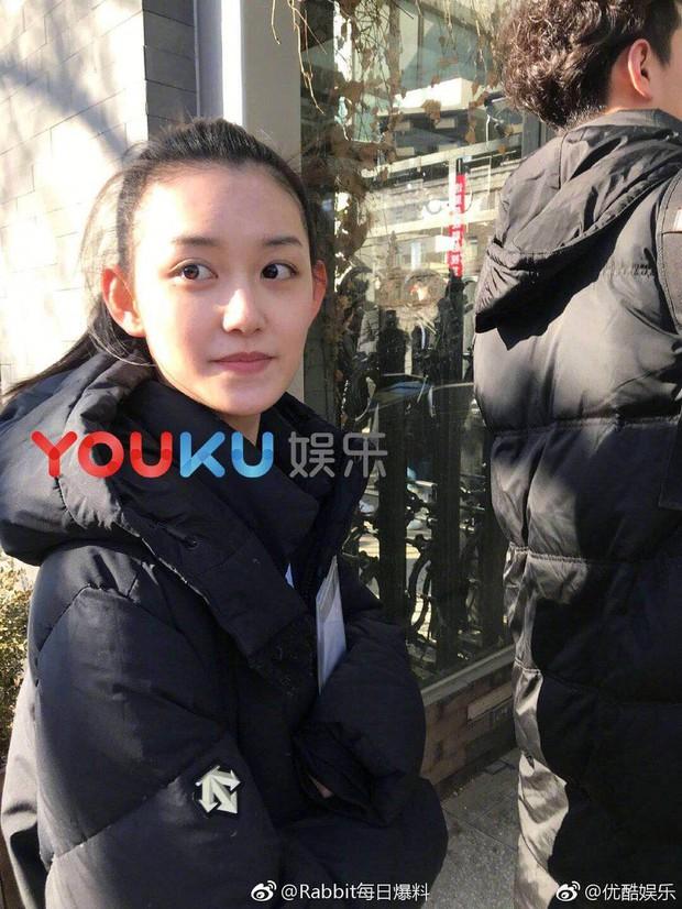 Nữ sinh gây sốt vì quá xinh đẹp trong ngày thi Đại học ở Trung Quốc, biết thân thế thật ai cũng ngỡ ngàng - Ảnh 3.