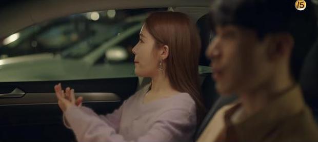 """Học lỏm bí kíp """"cua trai"""" của Yoo In Na với màn """"nhỡ chạm tay anh"""" siêu đỉnh trong Touch Your Heart - Ảnh 3."""