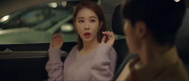 """Học lỏm bí kíp """"cua trai"""" của Yoo In Na với màn """"nhỡ chạm tay anh"""" siêu đỉnh trong Touch Your Heart - Ảnh 5."""