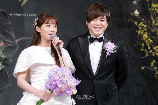 10 dấu hiệu để nhận biết idol Kpop đang hẹn hò: 5 trong số đó từng bị netizen phát hiện, điều số 8 gây bất ngờ - Ảnh 9.