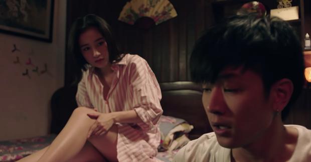 """Jun Vũ gặp sự cố đỏ mặt, """"cởi tuốt tuồn tuột"""" trước mặt HLV The Face gốc Việt trong phim Thái """"Wolf"""" - Ảnh 18."""