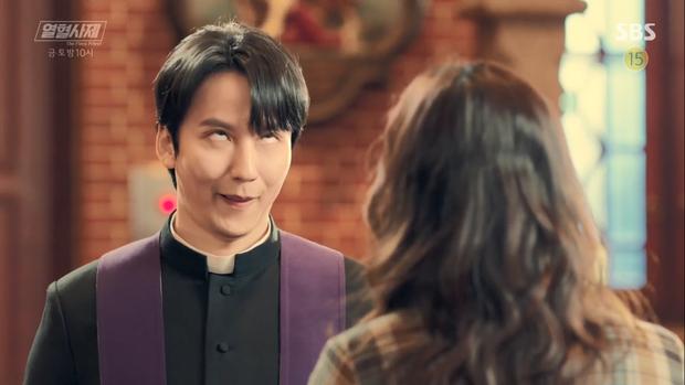 4 lí do nhất định nên nghía qua món hài lạ The Fiery Priest từ xứ Hàn - Ảnh 4.