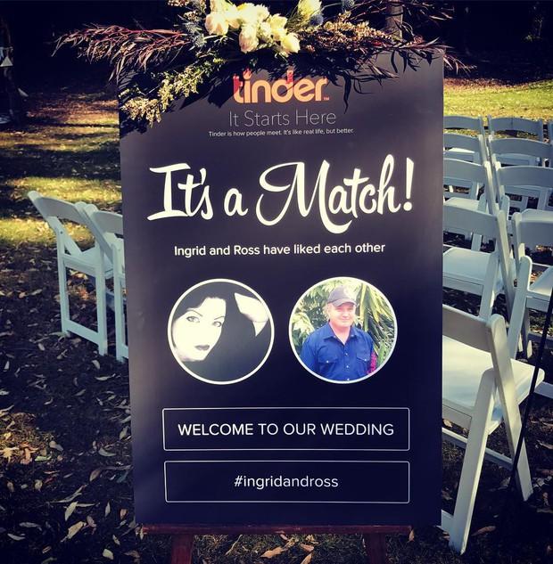 Hot trend thế giới đua nhau cưới theo phong cách Tinder: Tự design bánh, ảnh, thiệp cưới nhìn là mê - Ảnh 1.