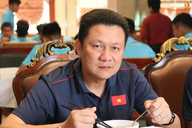 Tuyển thủ U22 Việt Nam thích thú với món ăn tại khách sạn Campuchia - Ảnh 10.