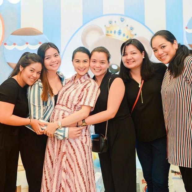 Mỹ nhân đẹp nhất Philippines mở tiệc đón con thứ 2, dân tình chỉ dán mắt vào nhan sắc cực phẩm của bé gái đầu lòng - Ảnh 2.
