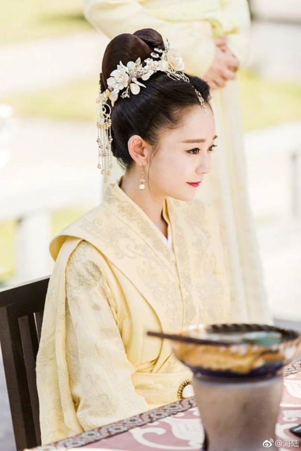 Dàn diễn viên Độc Cô Hoàng Hậu: Trần Kiều Ân bị đồn ngủ với trai trẻ, Hạ Tử Vy khai gian tuổi tác - Ảnh 14.