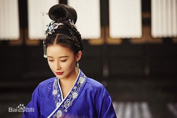 Dàn diễn viên Độc Cô Hoàng Hậu: Trần Kiều Ân bị đồn ngủ với trai trẻ, Hạ Tử Vy khai gian tuổi tác - Ảnh 19.