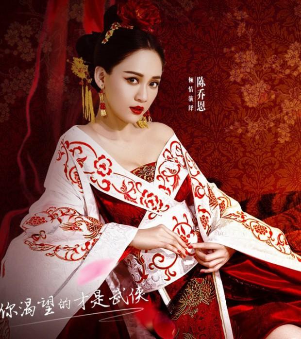 Dàn diễn viên Độc Cô Hoàng Hậu: Trần Kiều Ân bị đồn ngủ với trai trẻ, Hạ Tử Vy khai gian tuổi tác - Ảnh 2.
