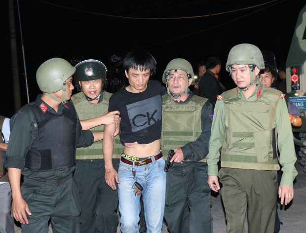 """Vây nhóm đối tượng mang ma túy và vũ khí nóng ở Hà Tĩnh, tóm được """"chàng rể"""" đánh mẹ vợ gãy xương - Ảnh 2."""