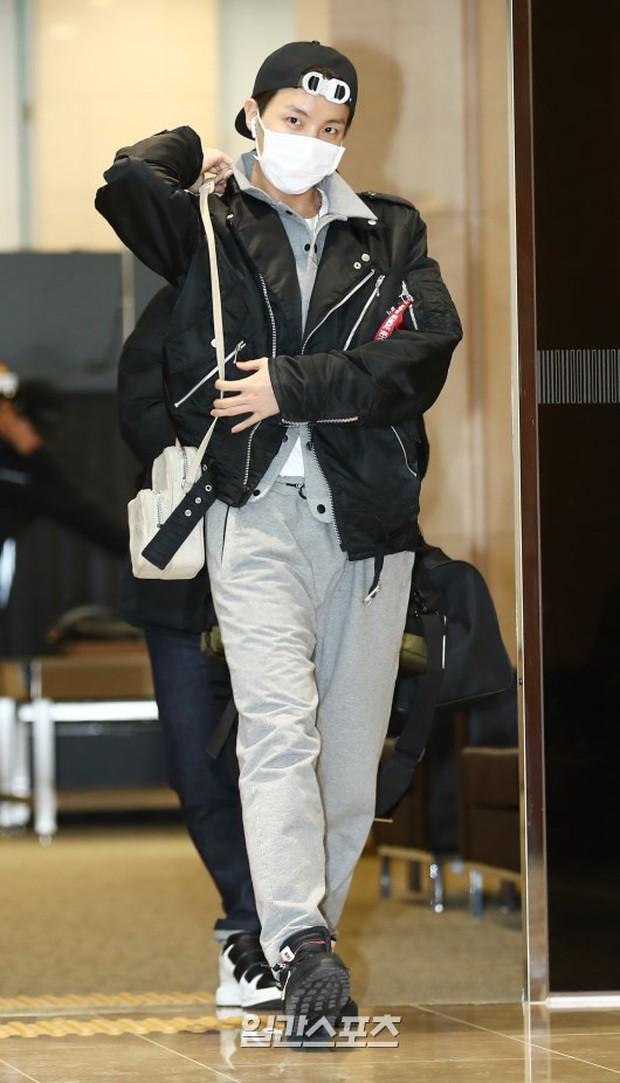 Em út mặt trắng bệch dẫn đầu đoàn BTS đọ sắc với Suho (EXO), mỹ nhân Seolhyun khoe dáng sang chảnh tại sân bay - Ảnh 1.