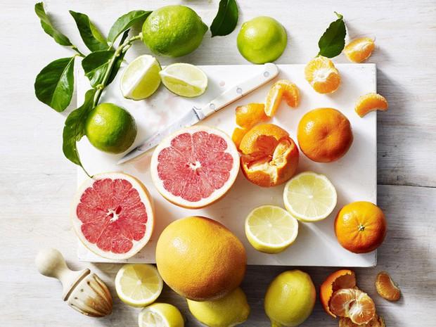 Thời tiết giao mùa dễ ốm, nên ăn những thực phẩm nào để tăng cường hệ miễn dịch giúp phòng bệnh - Ảnh 1.